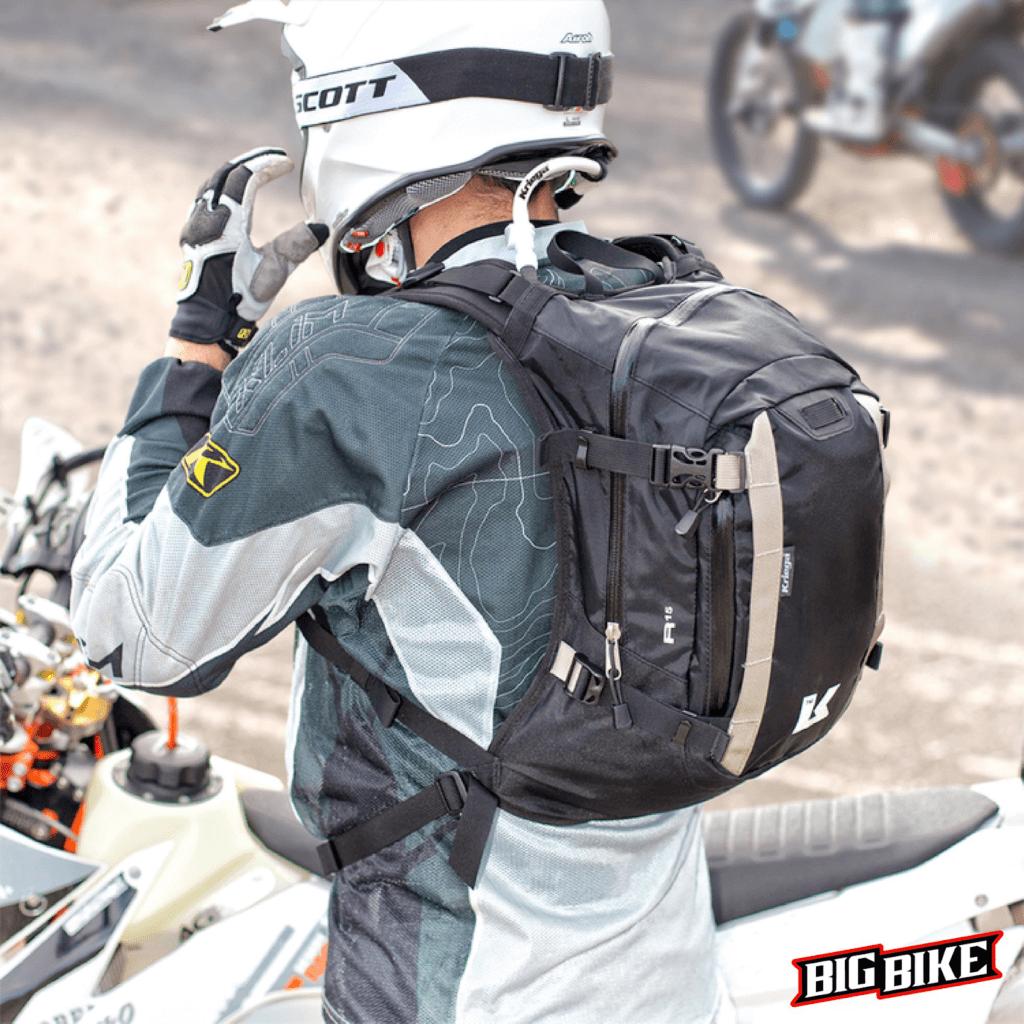 quần áo bảo hộ khi lái xe moto an toàn